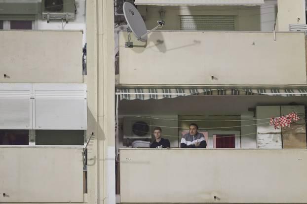 Šibenik: Navijaci s balkona svojih stanova pratili utakmicu Šibenika i Istre