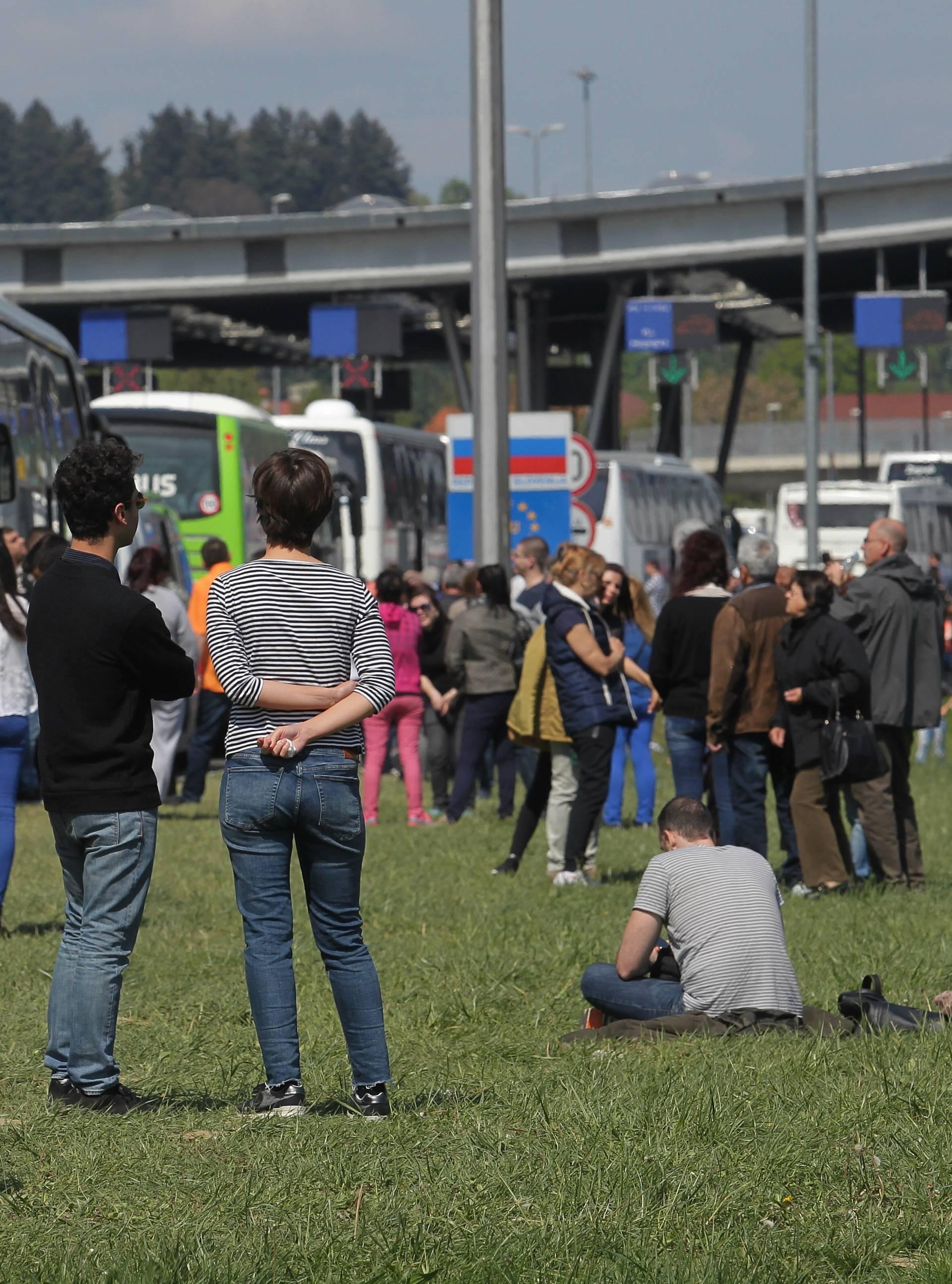 Mogući višesatni zastoji: Sutra očekujte gužve na granicama