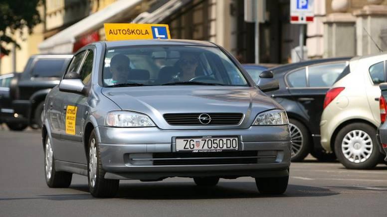 Apsurdistan: Uplatnice za RTV pristojbu stižu i autoškolama