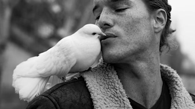 Model i ptica najbolji prijatelji: Nerazdvojni su, zajedno i rolaju