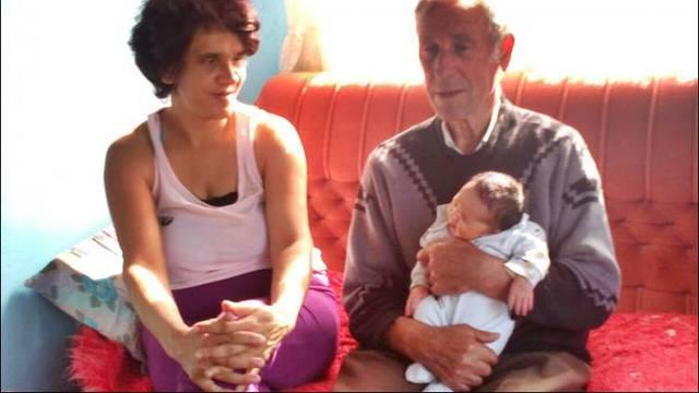 """Ima 80, a dobio sina: """"Žena je mislila da je već u menopauzi"""""""