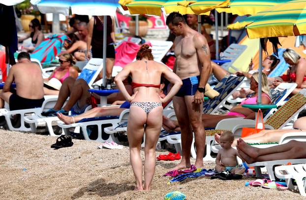 Plaže u Vodicama pune su kupača