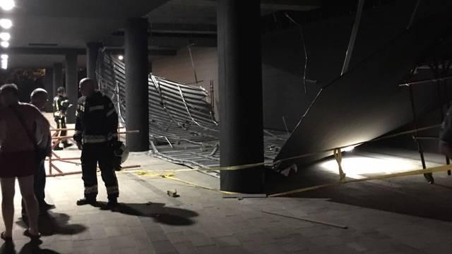 Srušio se strop nove zgrade: 'Tamo svaki dan prolaze djeca'