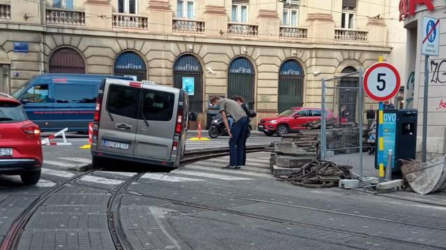 Nezgoda na Draškovićevoj: 'Nije vidio znak, vozio se uz tramvaj'
