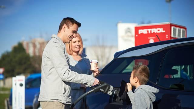 Na putu i kod kuće za vaša električna vozila i punionice brinu se u Petrolu...