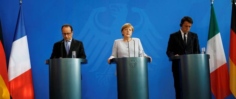 German Chancellor Merkel French President Hollande and Italian Prime Minister Renzi attend a news conference at the chancellery during discussions on the outcome of the Brexit in Berlin