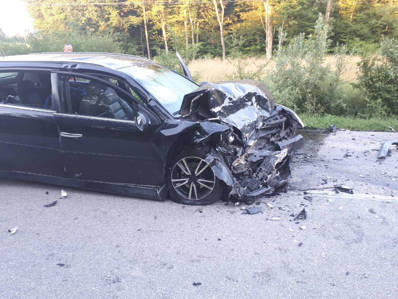 Sudarila se dva auta, poginuo jedan čovjek, dvoje ozlijeđeno