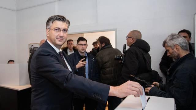 Zagreb: Andrej Plenković glasao na unutarstranačkim izborima HDZ-a