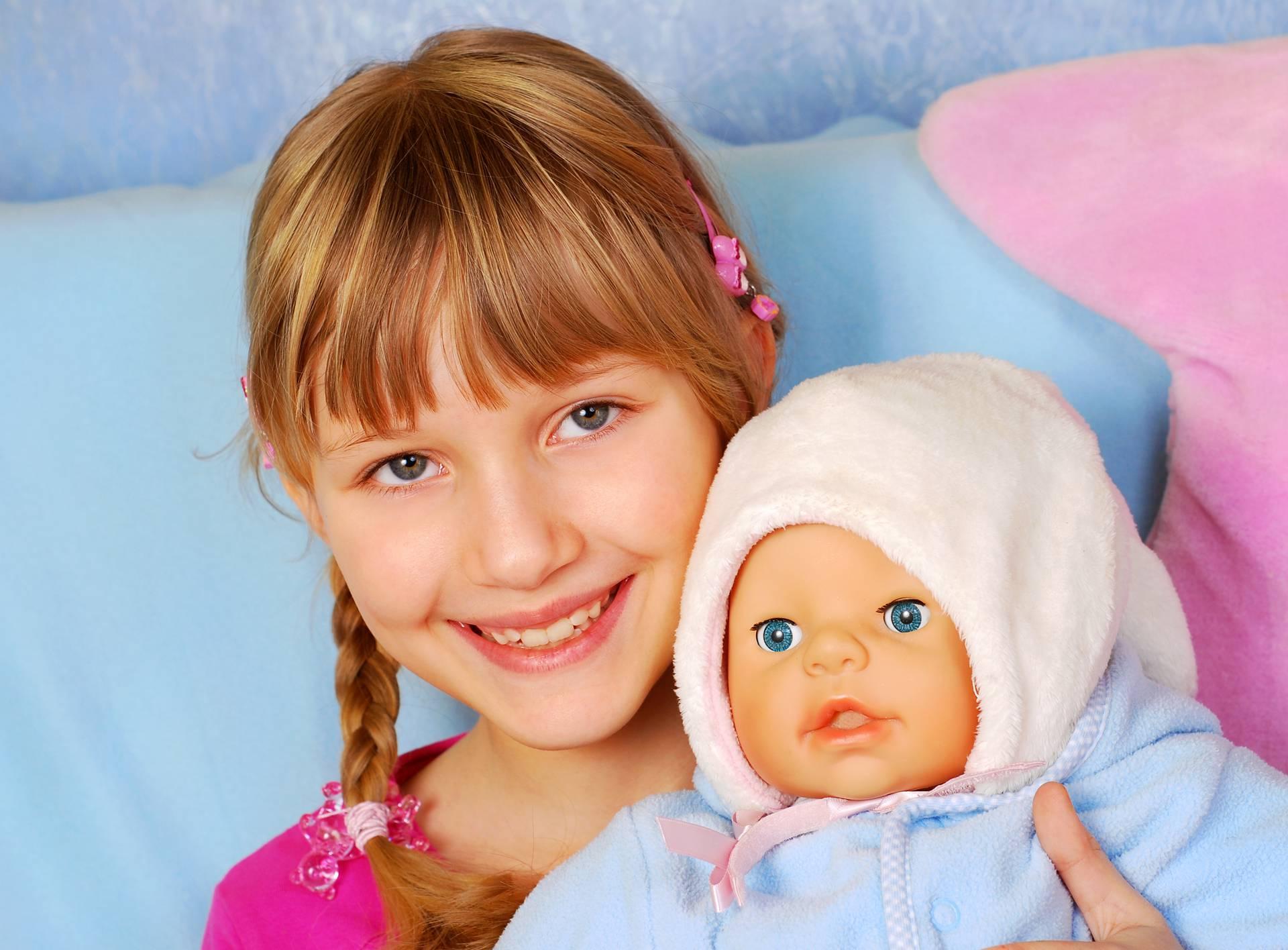 Djeca koja drže lutke u lijevoj ruci su pametnija i društvenija