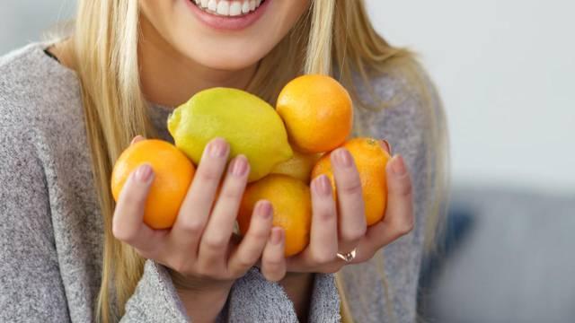 Koru od nešpricanih agruma ne bacajte, napravite aromu za janjetinu, salate ili za kolače