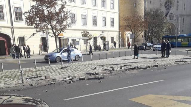 Kuglanje na Kaptolu: Autom je pokosila stupiće kod katedrale