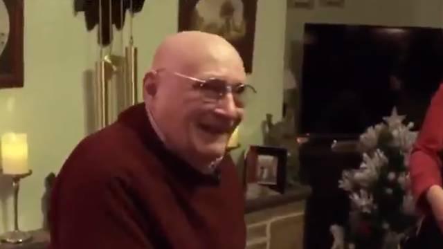 Božić je 20 godina slavio bez ikoga, a sada je plakao od sreće