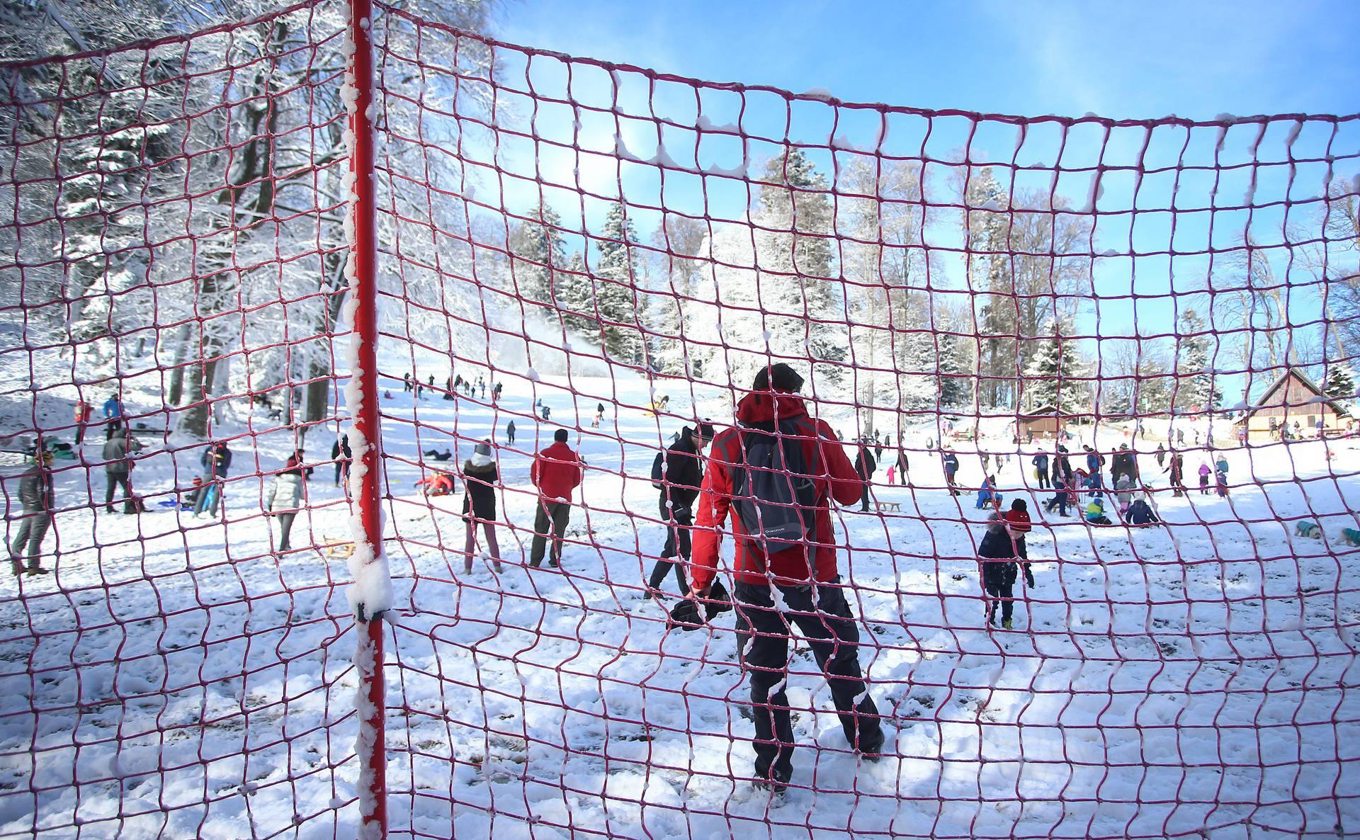 Snijeg je zabijelo zagrebačko Sljeme: Napokon zimske radosti