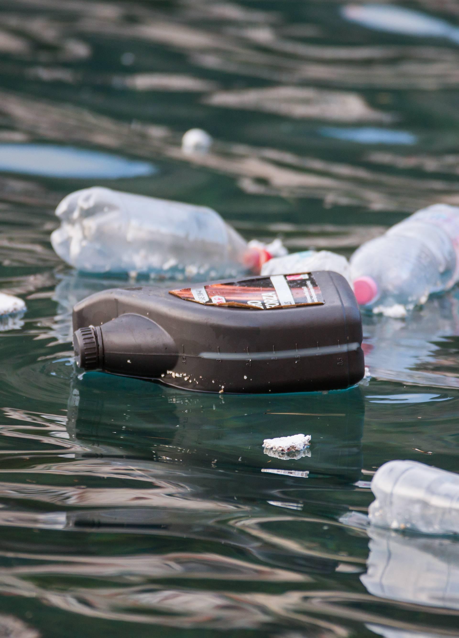 Zbog pandemije korona virusa povećava se plastični otpad