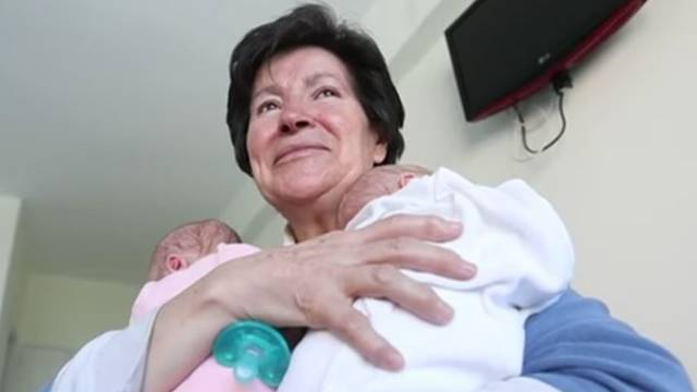 Rodila je blizanke sa 64 godine: Oduzeli su joj mališane 'jer nije sposobna brinuti o njima'