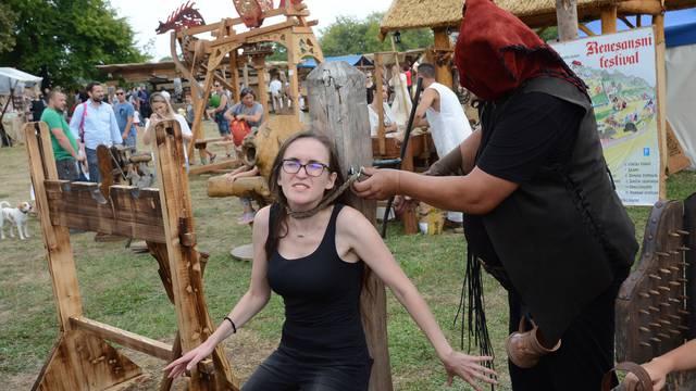 Koprivnica: Posjetitelji Renesansnog festivala testirali svoju hrabrost na spravama za muÄ?enje