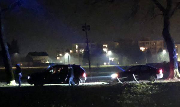 Video: Bježali policiji u BMW-u s migrantima, udarili u klupicu