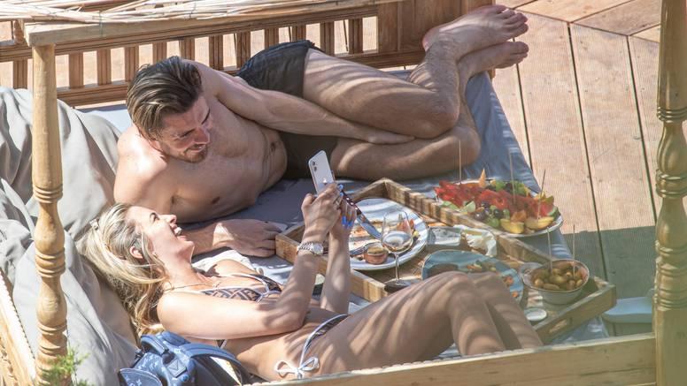 Najtraženiji engleski nogometaš s djevojkom Sashom uživa na nudističkoj plaži u Dubrovniku