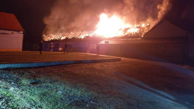 Požar u vulkanizeru: 'Smrad zapaljenih guma je nesnosan'