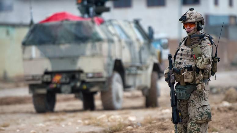 U Afganistanu 13 mrtvih: Bacili bombu na željezničku prugu i minobacačima gađali svatove
