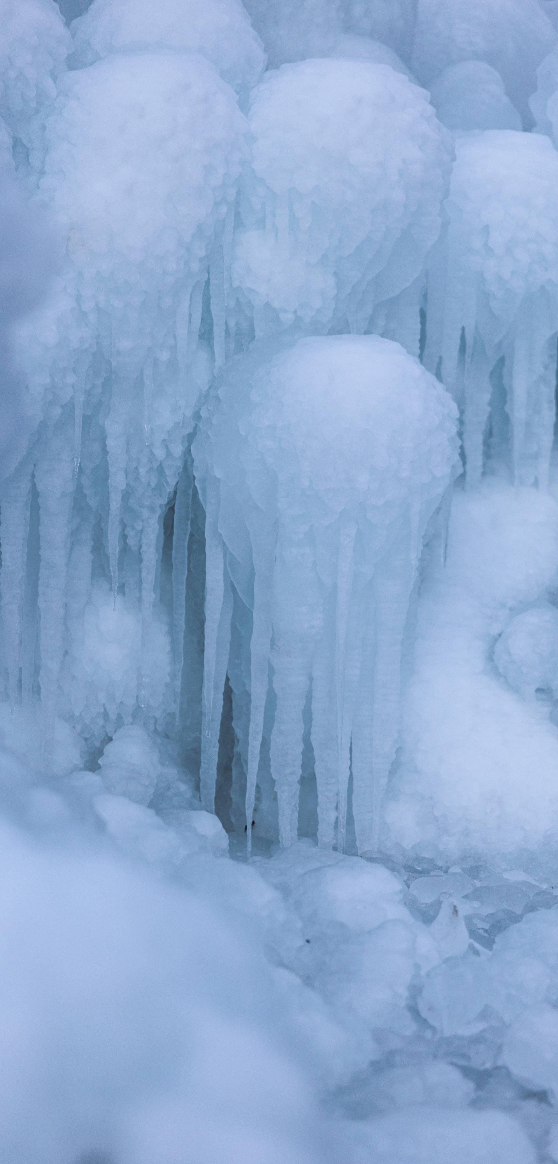Zamrznuti potok Paklenica u kanjonu Paklenice