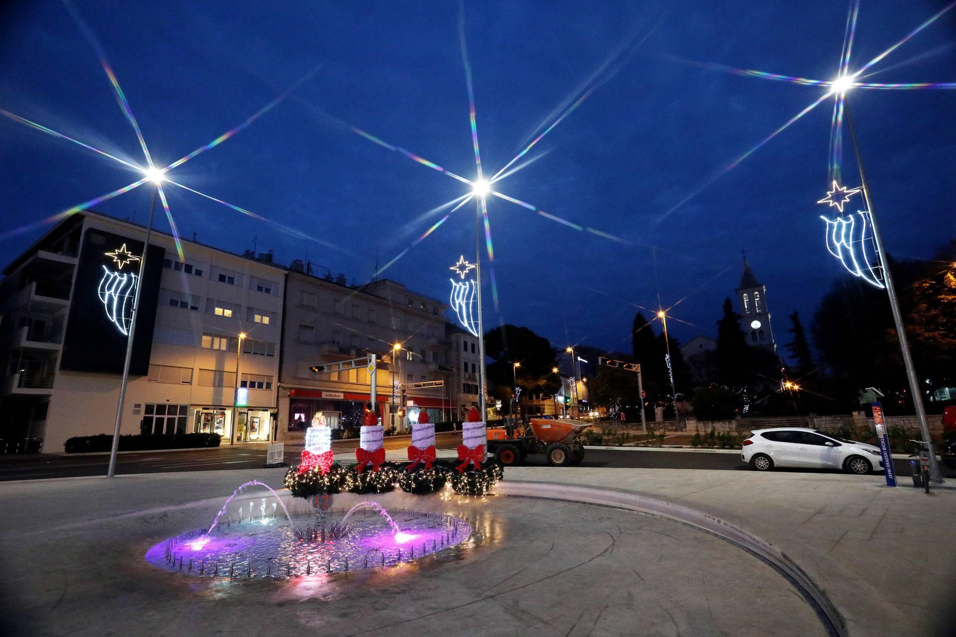 Šibenik: Upaljena je prva adventska svijeća na Poljani