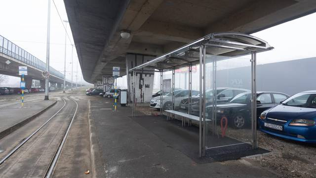 Zagreb: Nadstrešnica ispod nadvožnjaka na okretištu tramvaja u Zapruđu