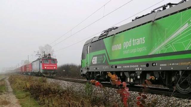 Drama na pruzi: Kod Lipovljana trčali za lokomotivom, sama krenula prema drugom vlaku...