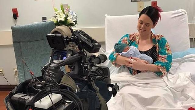 Beba u eteru: Voditeljica je svoj porod prenosila na radio postaji