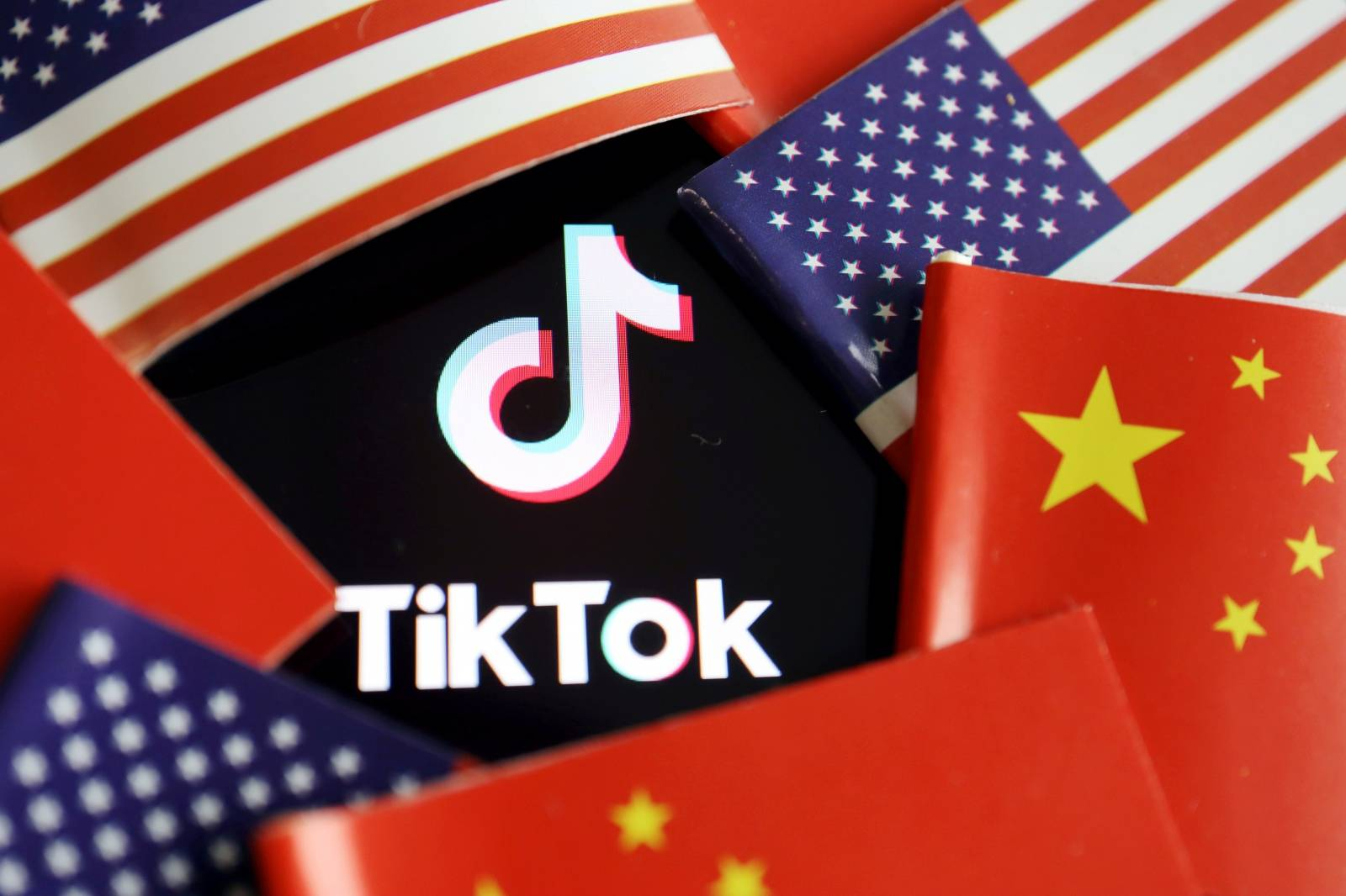 FILE PHOTO: FILE PHOTO: Illustration picture of Tiktok with U.S. and Chinese flags