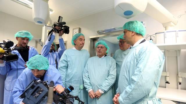 Predstavljen robotski sustav Nacionalnom centru za robotsku kirurgiju KBC-a Zagreb