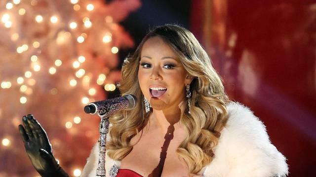Mariah Carey singing at The Rockefeller Center in New York