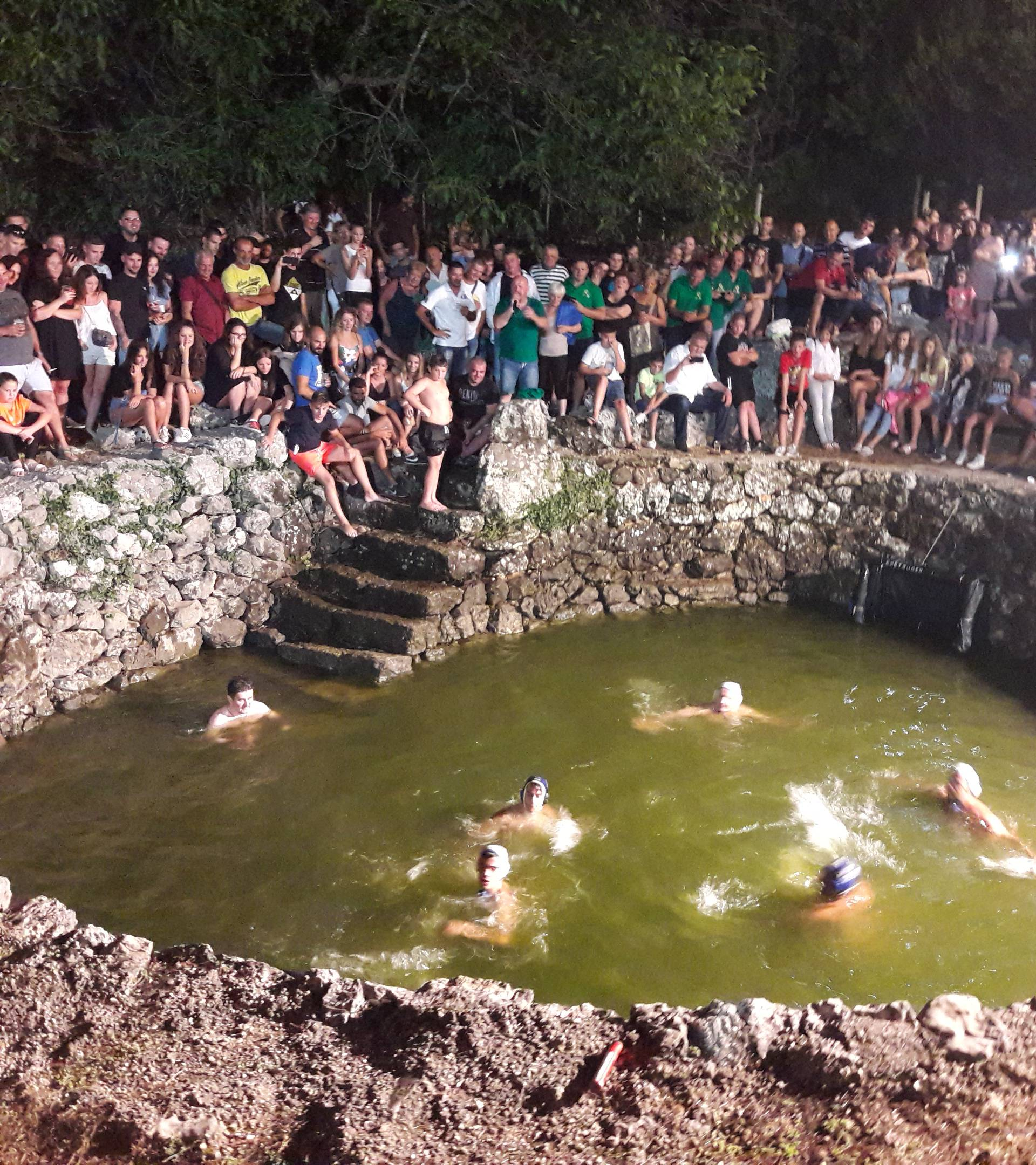 Zagvozd: Ribarska noć u kojoj se skakalo u stari turski bunar