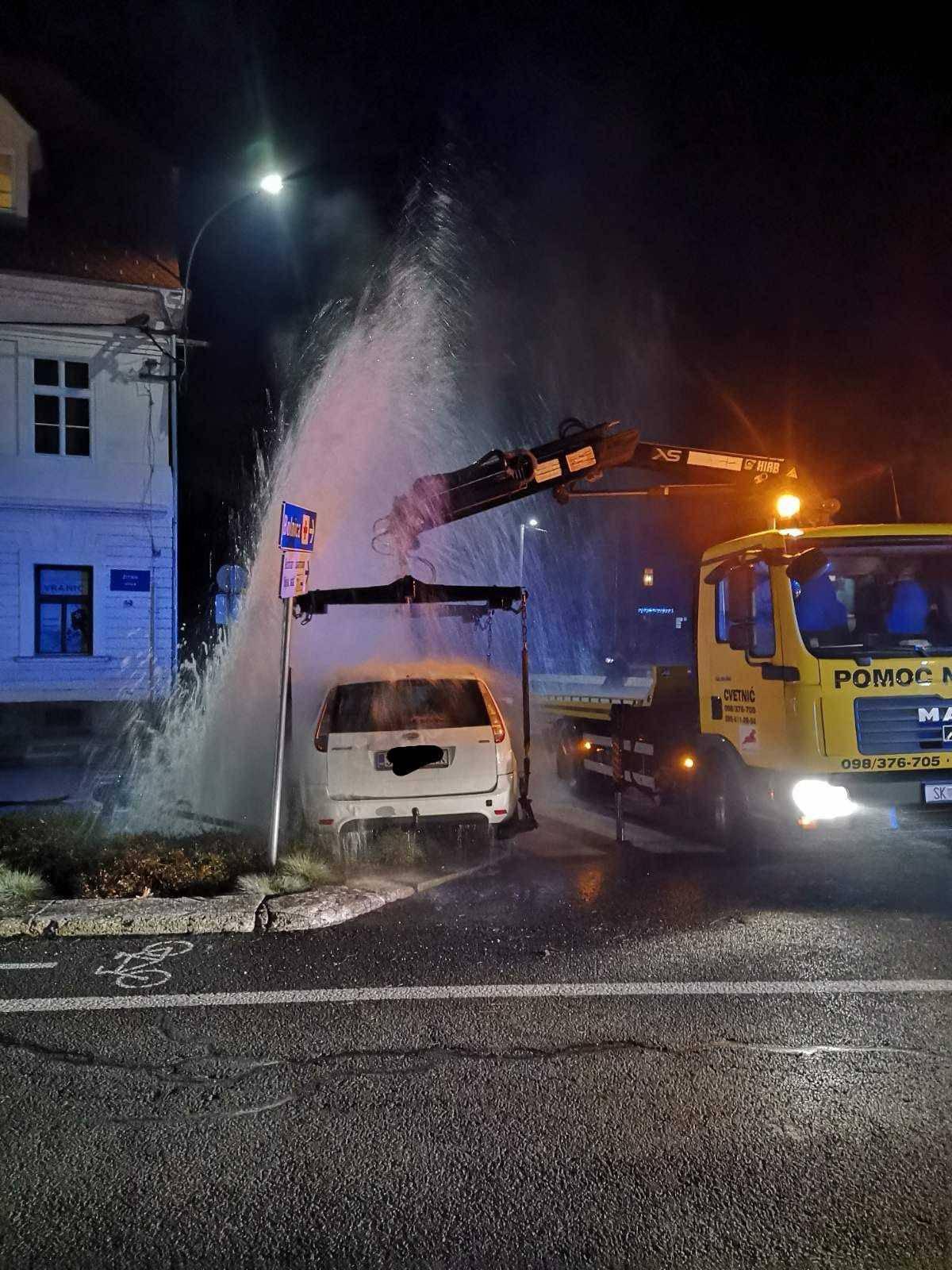 Sisačka fontana: Zabila se u hidrant, mlaz je bio visok 7 m