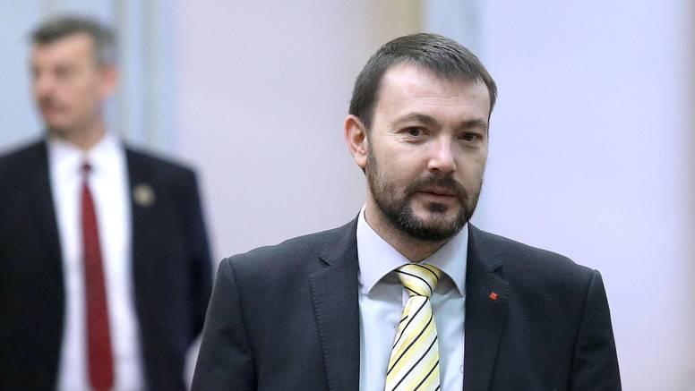 'Vukovarski prosvjed opravdan ako on nije pritisak na sudove'