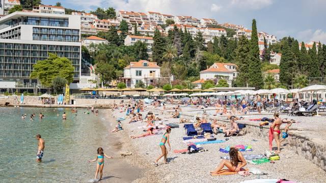 Dubrovnik: Plaža u uvali Lapad prepuna turista