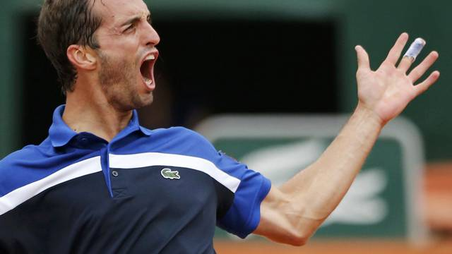 Tennis - French Open - Roland Garros - Milos Raonic of Canada v Albert Ramos-Vinola of Spain