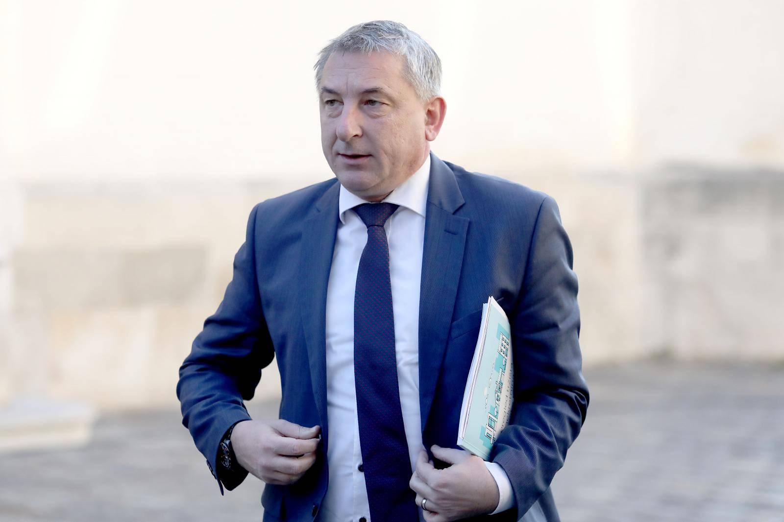 Zagreb: Ministri dolaze na sjednicu Vlade u Banske dvore