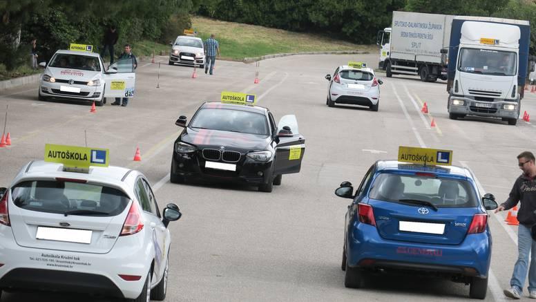 Dalmatincima se isplati zbog autoškole 'potegnuti' u Zagreb
