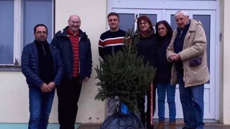 Nisu našli manji: Bjelovarskim školarcima HNS darovao borić