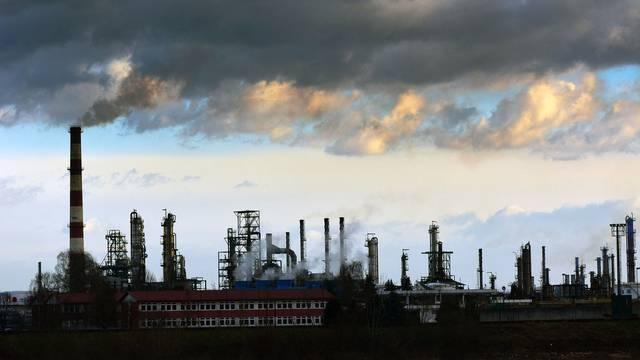Rafinerija u Bosanskom Brodu je prekinula svoju proizvodnju