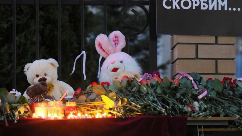 Rusi odaju počast žrtvama u Kazanju, napadaču odredili dva mjeseca istražnog zatvora
