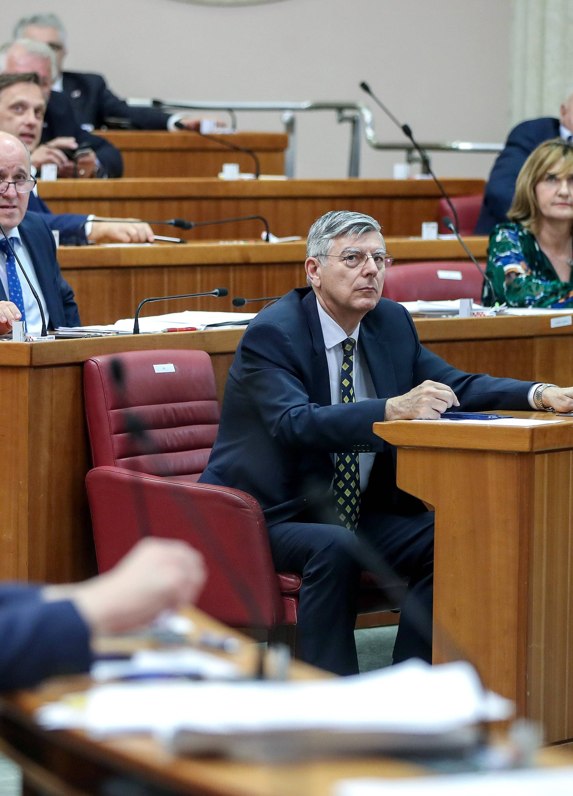 Zagreb: Zastupnici u Saboru glasali i ručno i elektroničkim putem te iz nekoliko prostorija