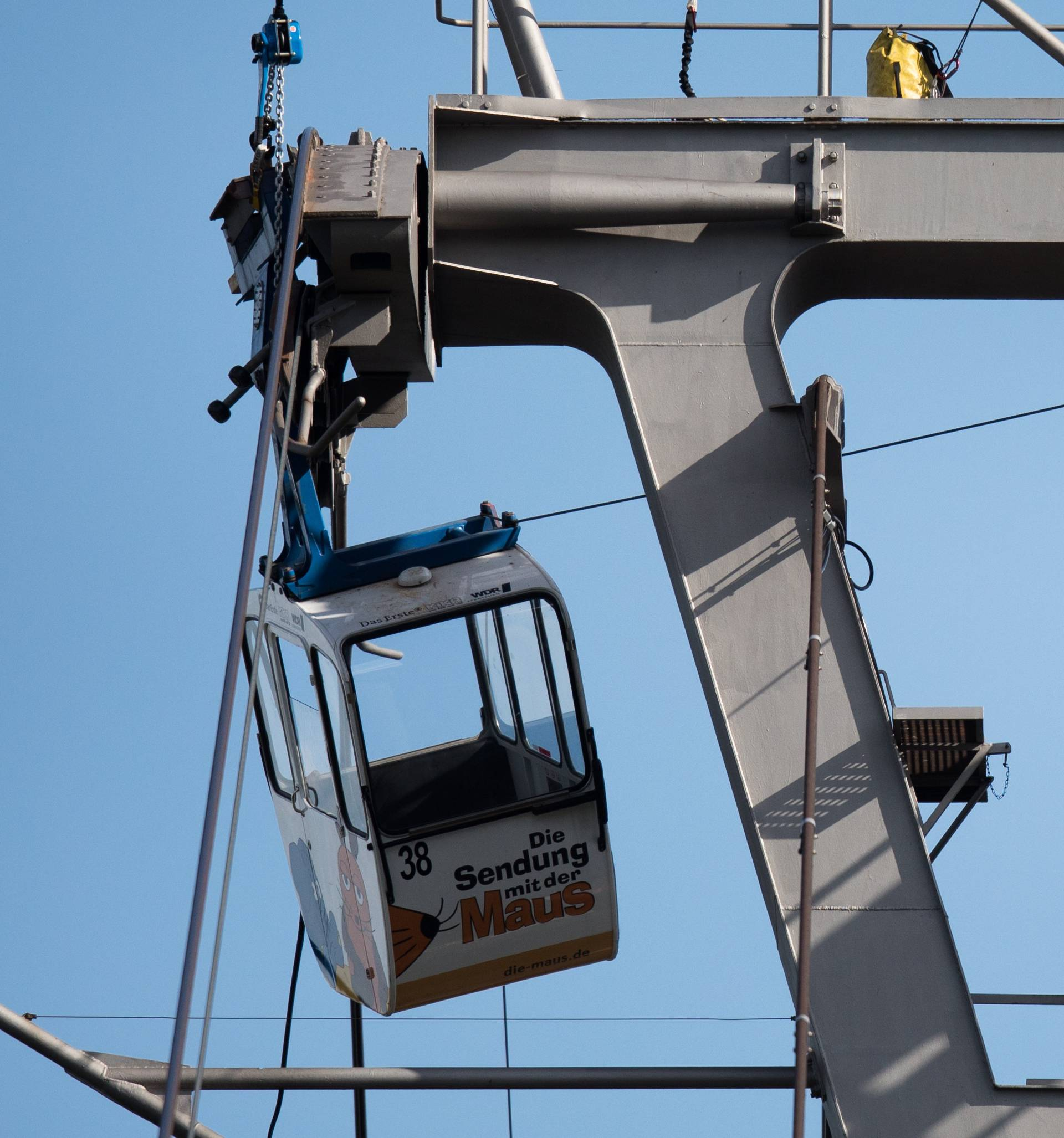 People rescued from stuck cable car gondola