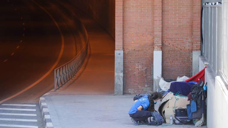 Prži 40, a tisuće beskućnika na ulicama Španjolske: 'Molimo ih da se sklone u prihvatne centre'