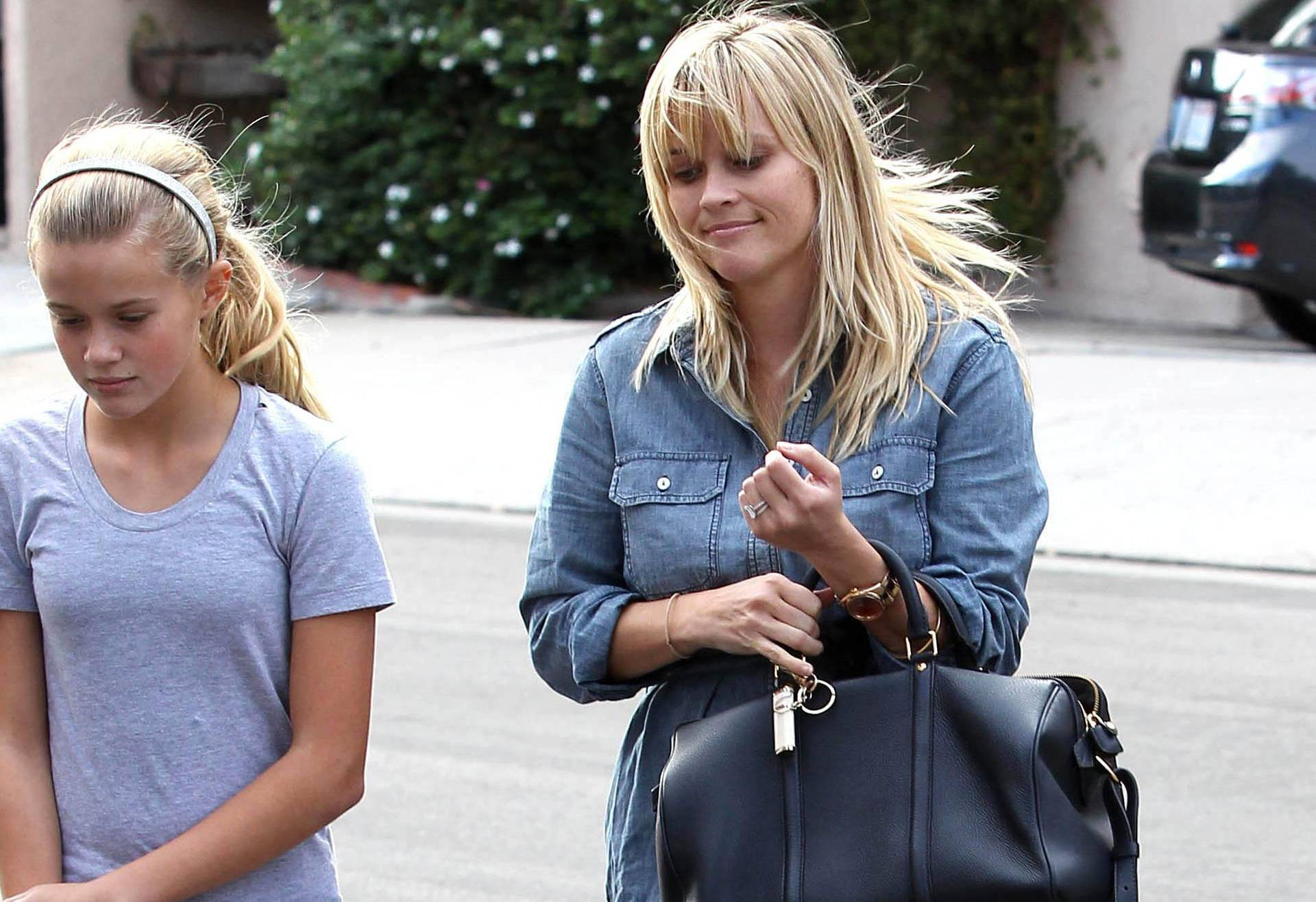 Reese Witherspoon Sighting - Los Angeles