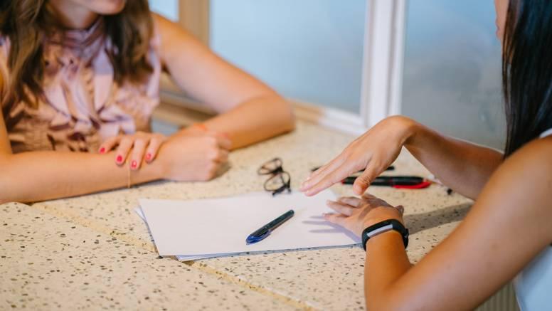 Mama napala učiteljicu, ali od drugih nije dobila podršku već su joj ukazali da je kriva - ona