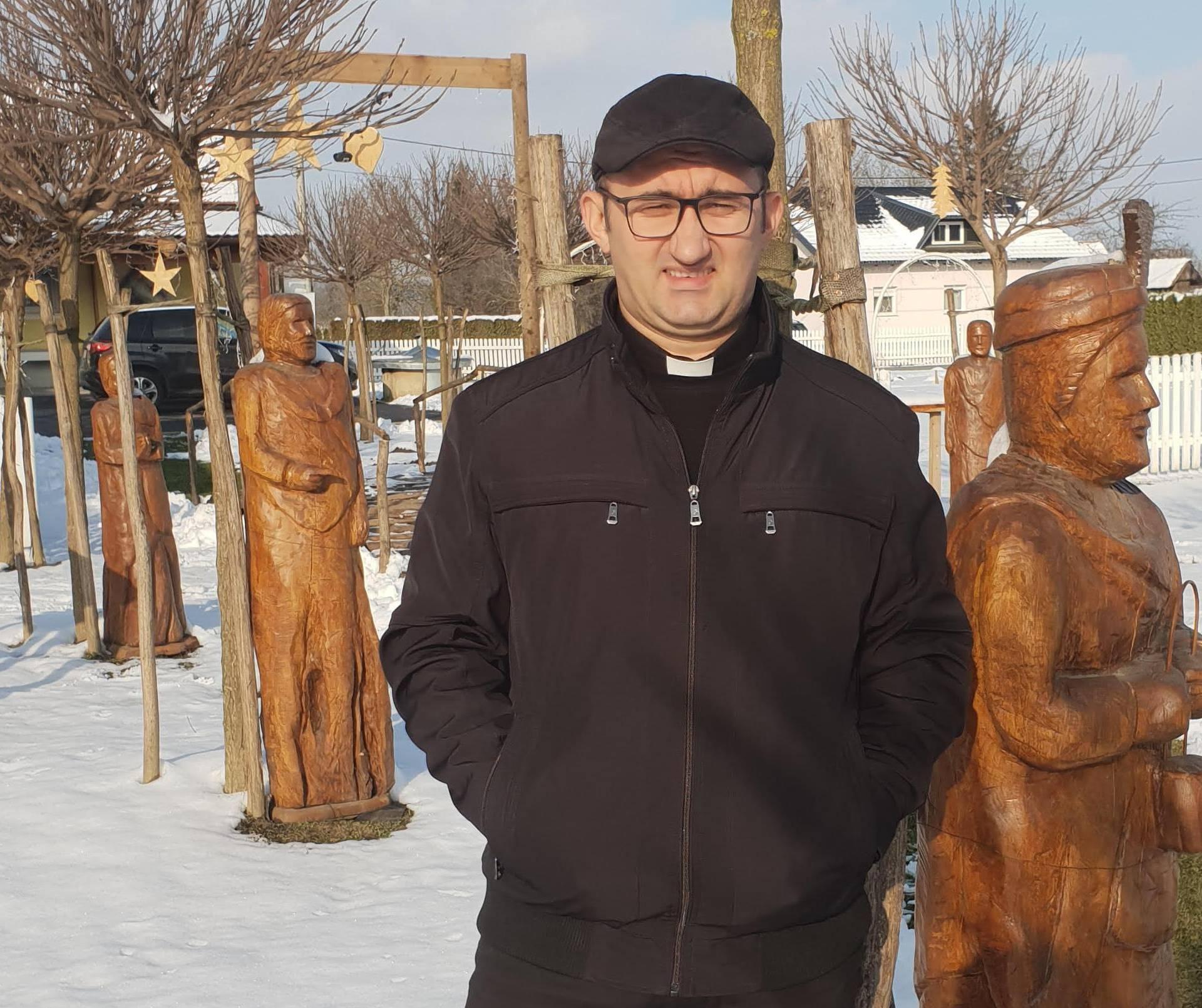 Župnik raspustio crkveni zbor u Reki: 'Prestari su, ogovaraju'