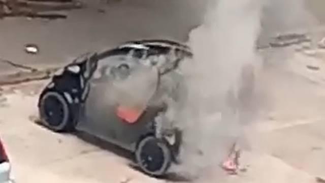 Na Jarunu izgorio auto: 'Vlasnik je sam pokušao ugasiti vatru'
