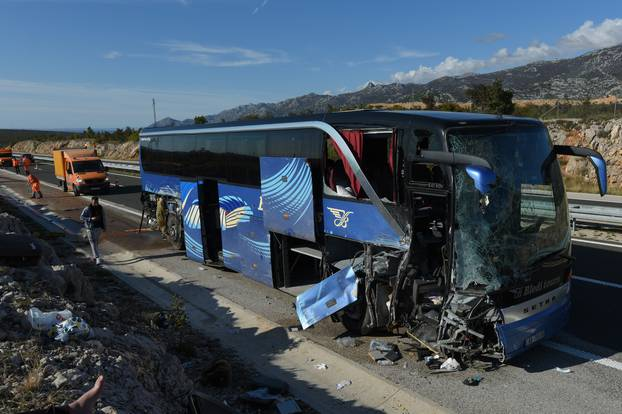 Kod odmorišta Jasenice na autocesti A1 autobus izletio s ceste